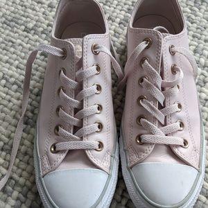 Women's pale pink Converse Chicks, size 8